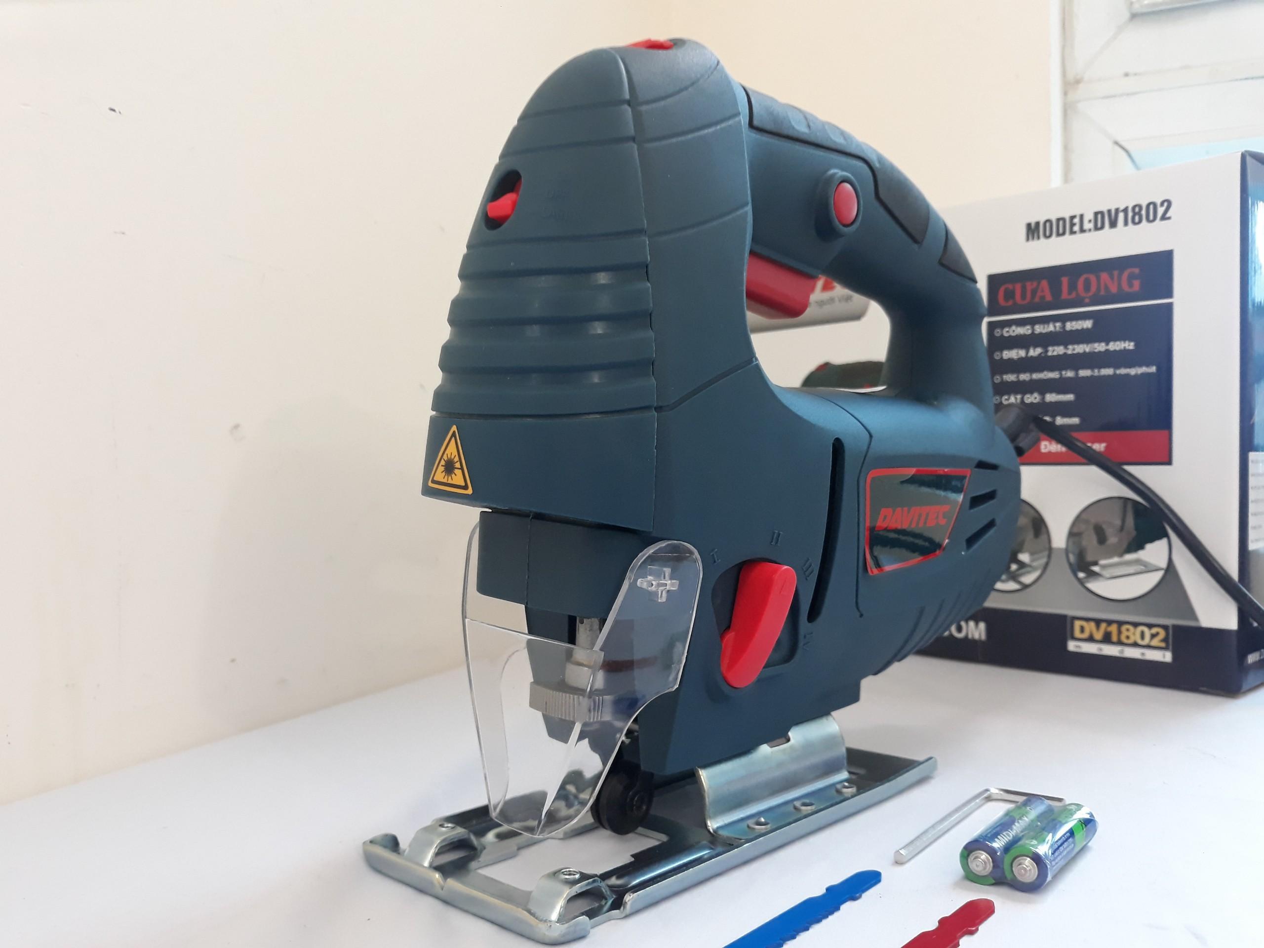 DV1802 - Cưa lọng có đèn Laser
